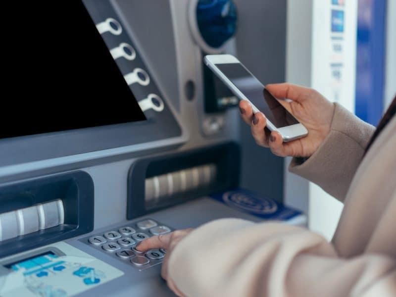 Chatbot-uri pentru industria bancara si companiile de asigurari